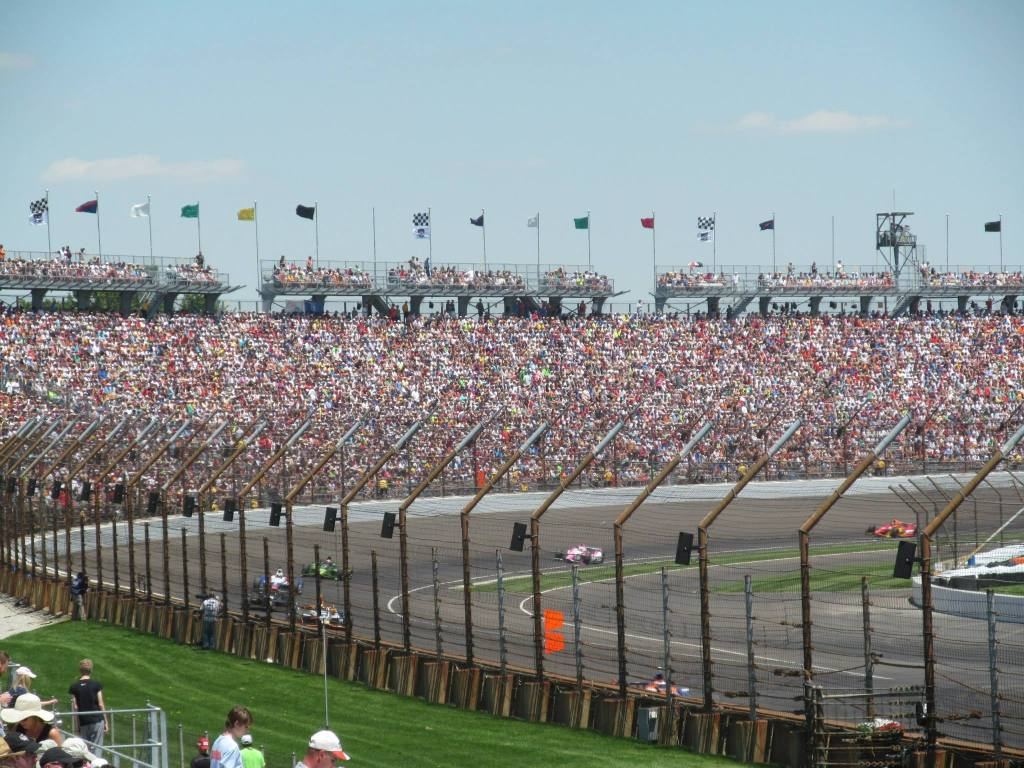 The Indianapolis 500 attracks crowds of 300,000 spectators